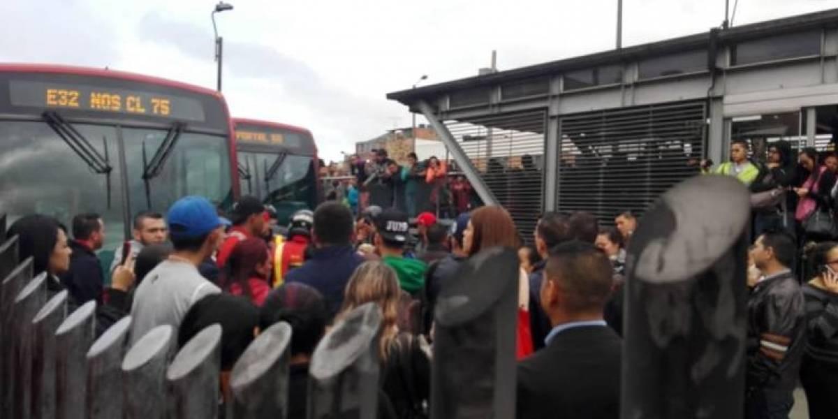 Usuarios de TransMilenio bloquearon la estación Biblioteca Tintal