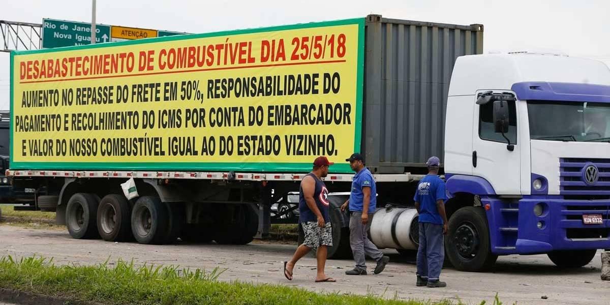 Associação de caminhoneiros pede fim dos bloqueios nas rodovias
