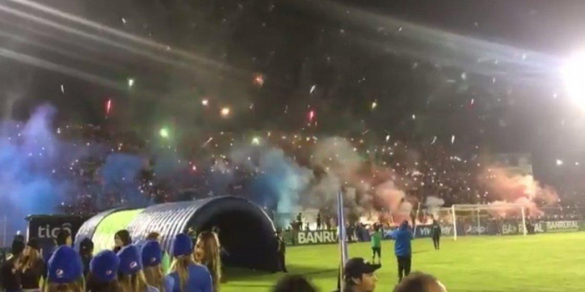 VIDEO. Más de 11 mil aficionados iluminaron a Xelajú, mira las increíbles imágenes