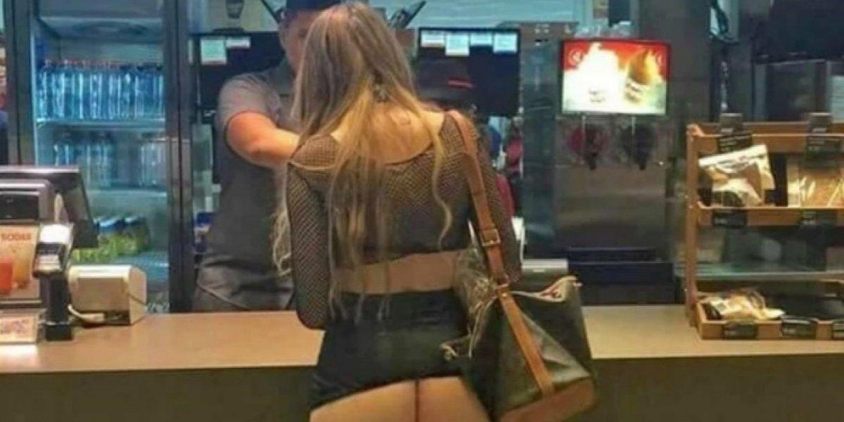 """""""Así se piden hamburguesas en Mallorca"""", la foto de una turista que ha generado indignación"""
