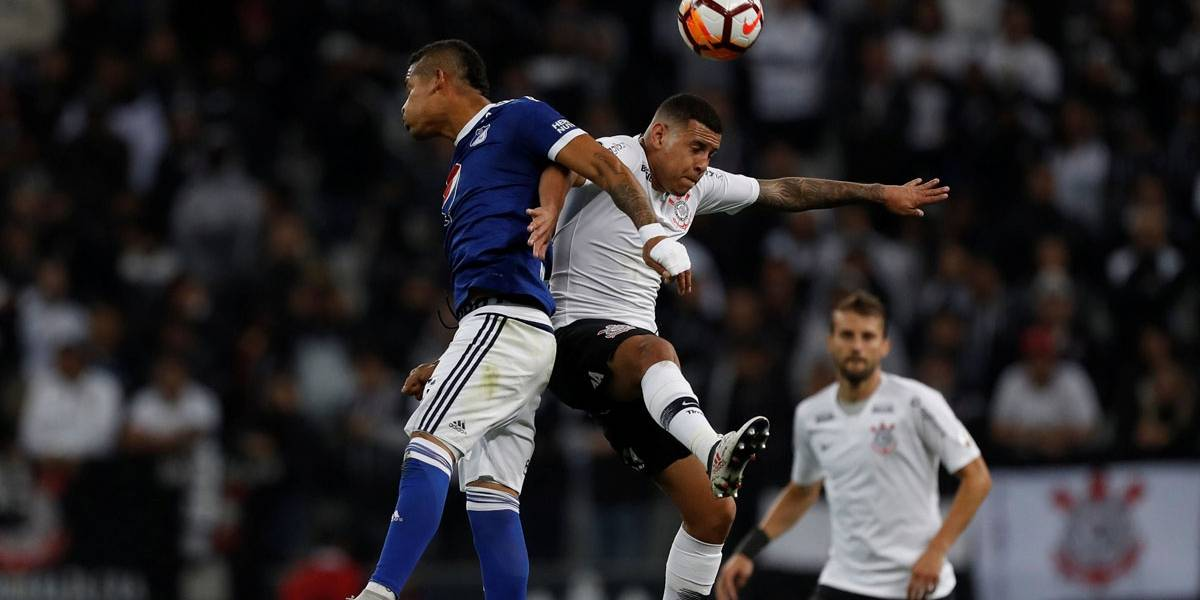 Corinthians perde em estreia de Osmar Loss, mas garante liderança na Libertadores
