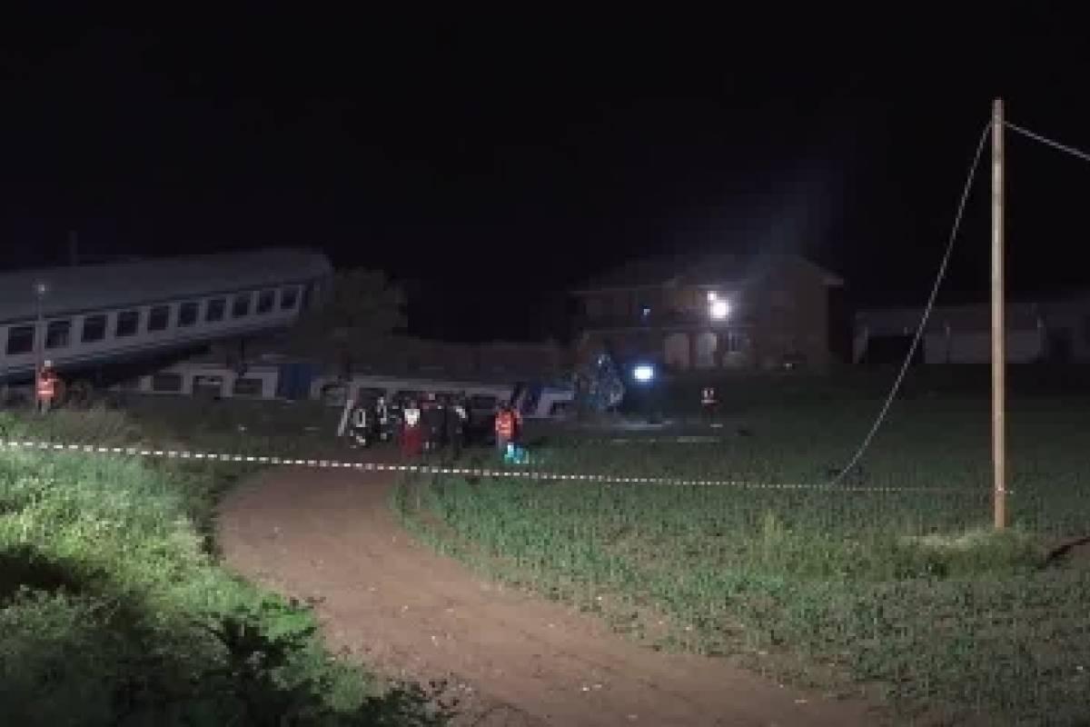 Choque entre un tren y un camión deja 2 muertos en Italia