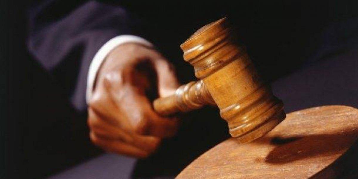 Condenan a 10 años de prisión a acusado de violar a un menor de edad