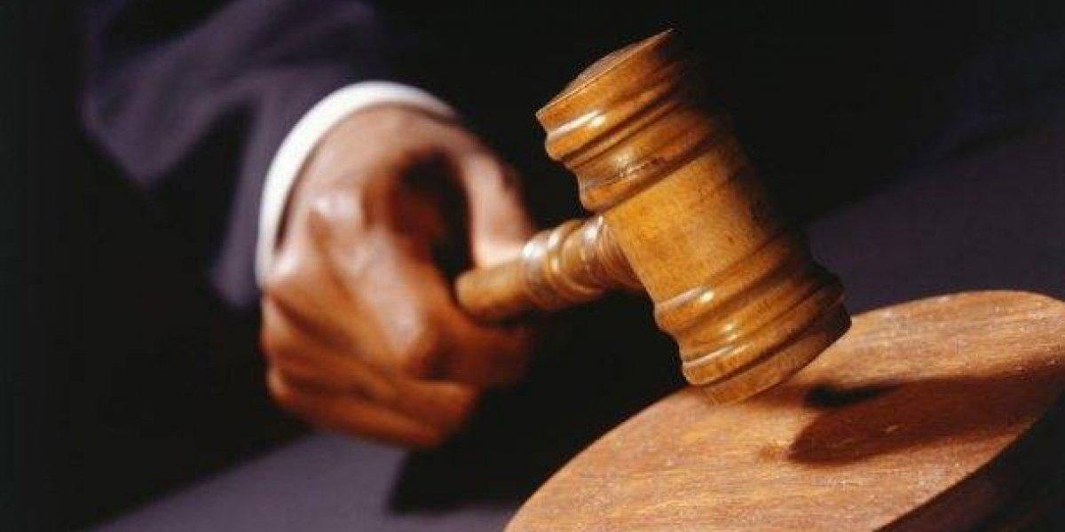Condenan a tres hombres por muerte de otro a puñaladas al salir de discoteca