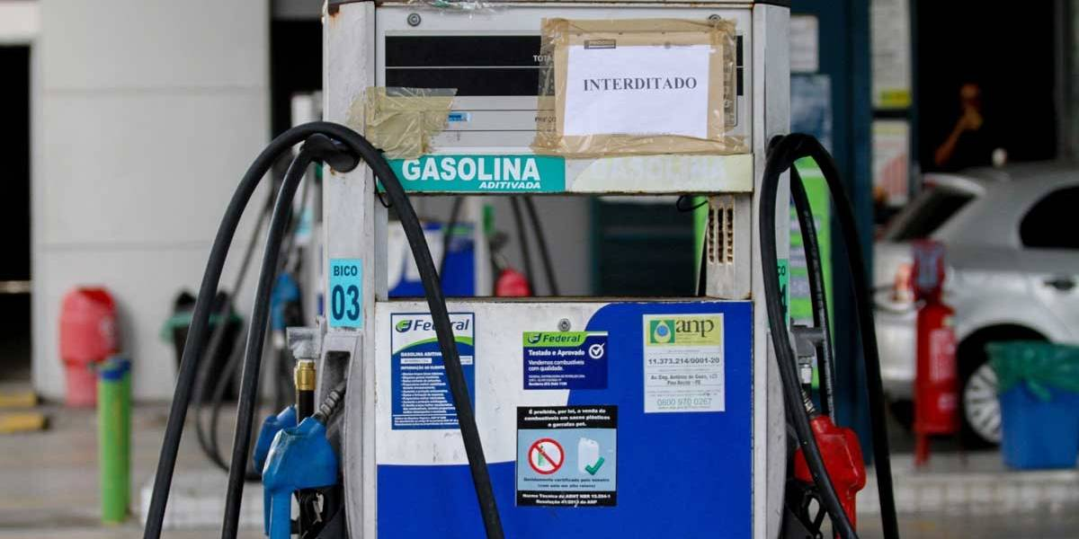 Posto é multado por cobrar R$ 8,99 o litro da gasolina