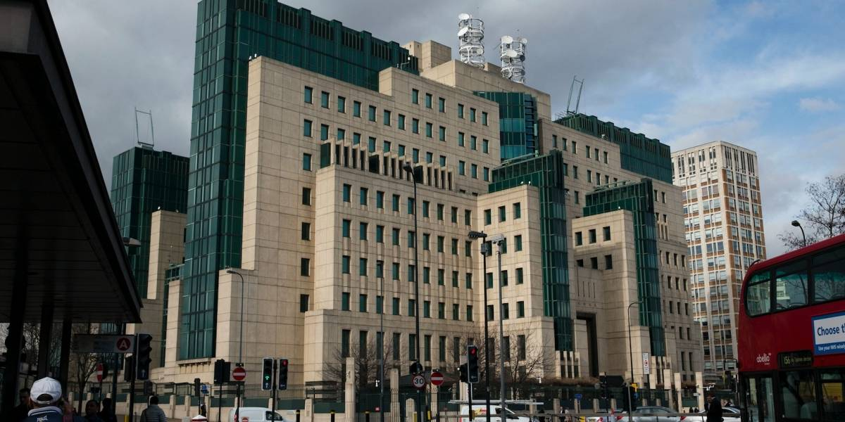 MI6 británico trata de despojarse de imagen de James Bond
