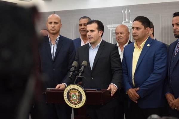 Ricardo Rosselló y alcaldes federados