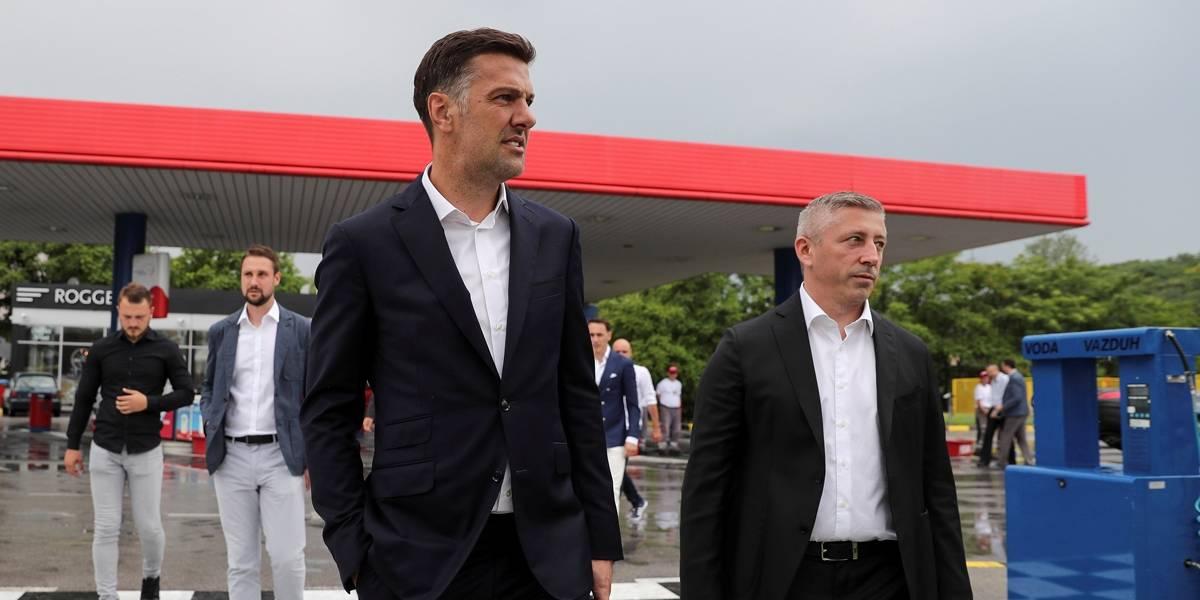 Adversária do Brasil, Sérvia 'ostenta' e divulga lista de convocados em posto de gasolina