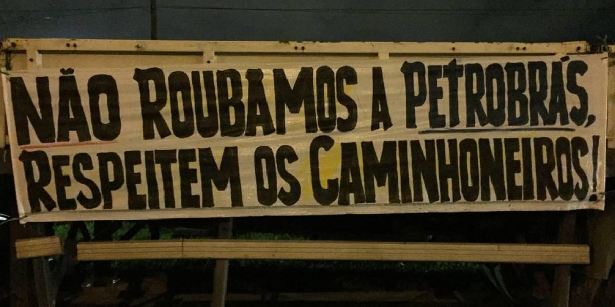 """""""Agora a sociedade está vendo o valor do caminhoneiro"""", dizem manifestantes no Rio"""