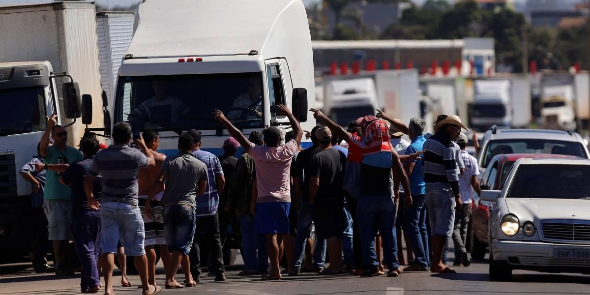 Associação diz que não teve tempo para repassar a todos os caminhoneiros que estradas devem ser liberadas