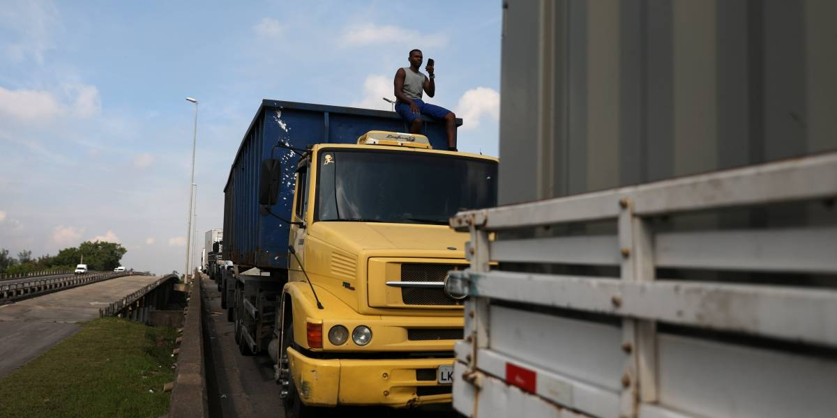 Greve dos caminhoneiros: reação é positiva nas redes sociais