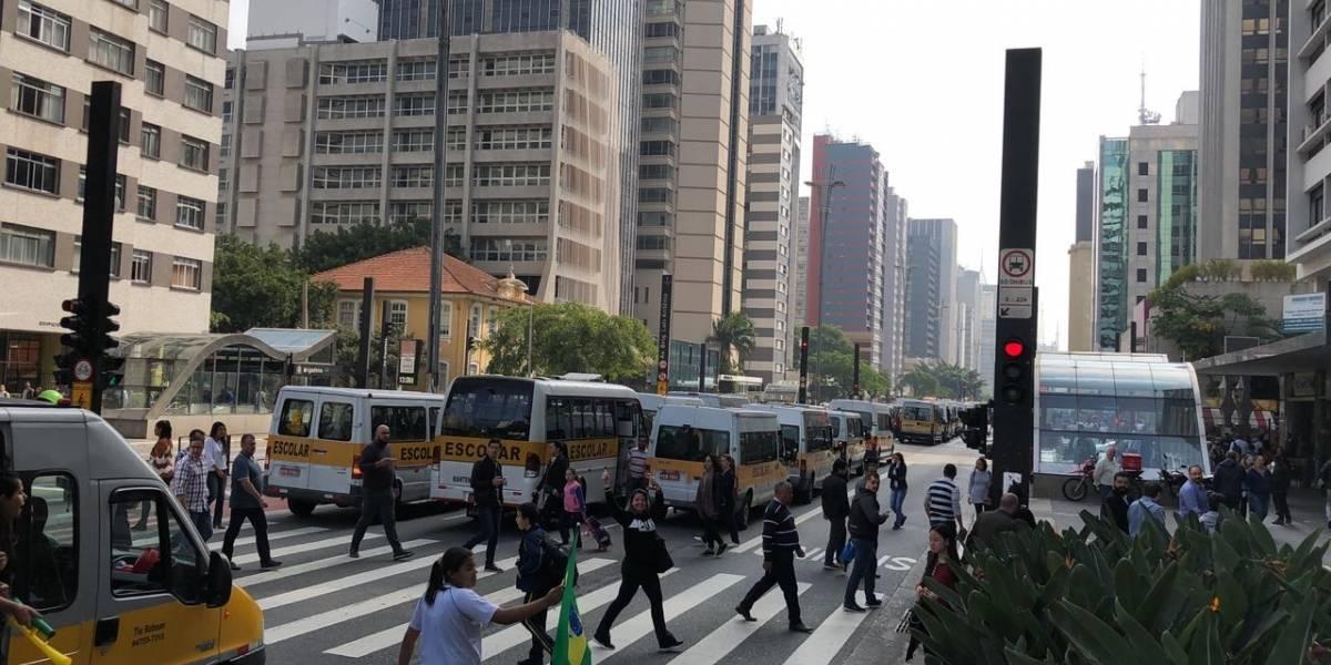 Manifestantes bloqueiam ruas de São Paulo em apoio à greve