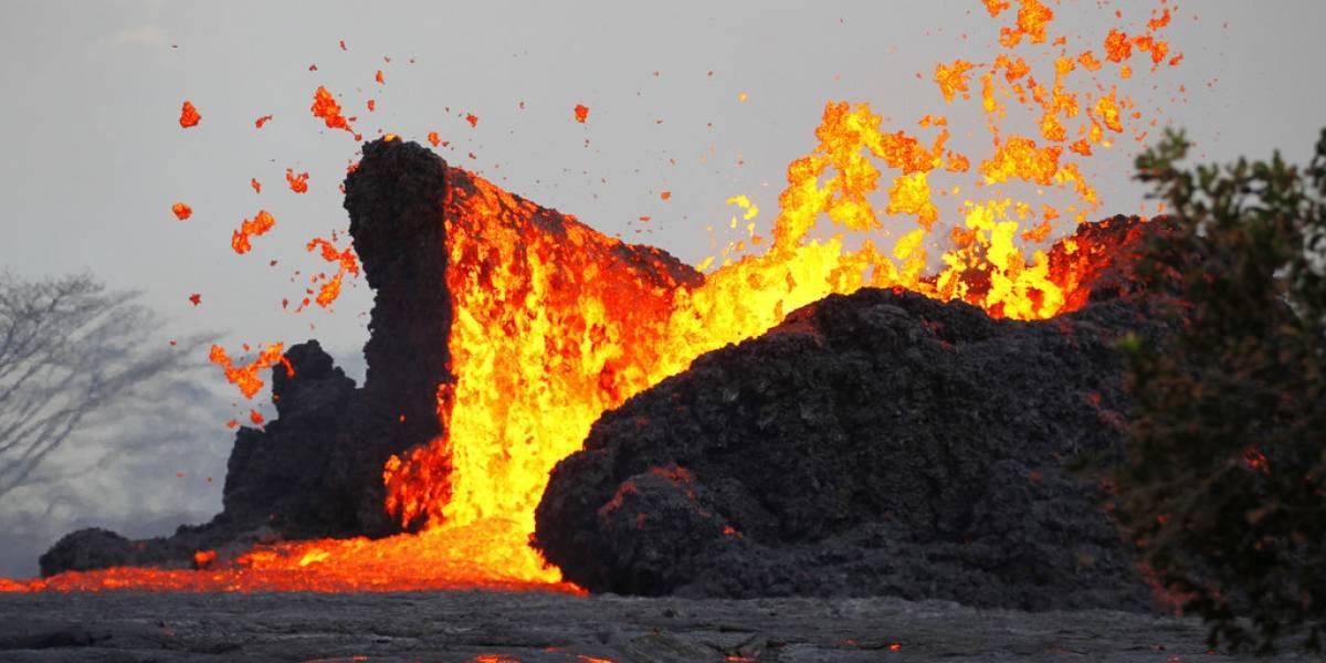 Las apocalípticas imágenes del tsunami de lava del volcán Kilauea golpeando al océano en Hawaii