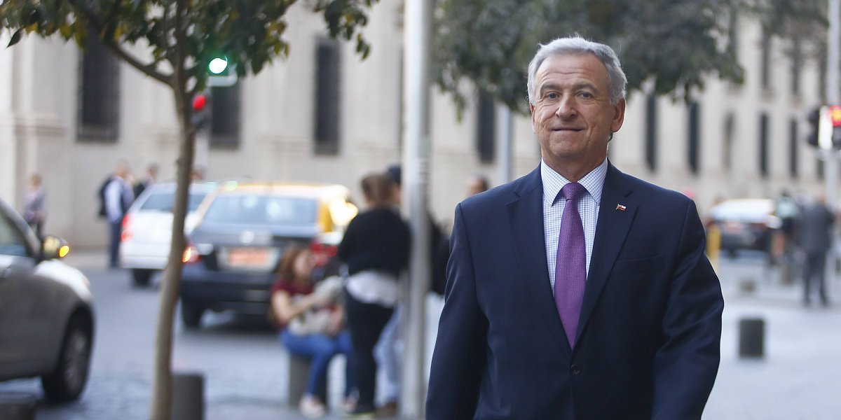 Ministro de Hacienda prestó declaraciones por su polémico viaje a Harvard