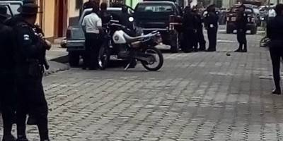 Policía rodea una vivienda en Amatitlán