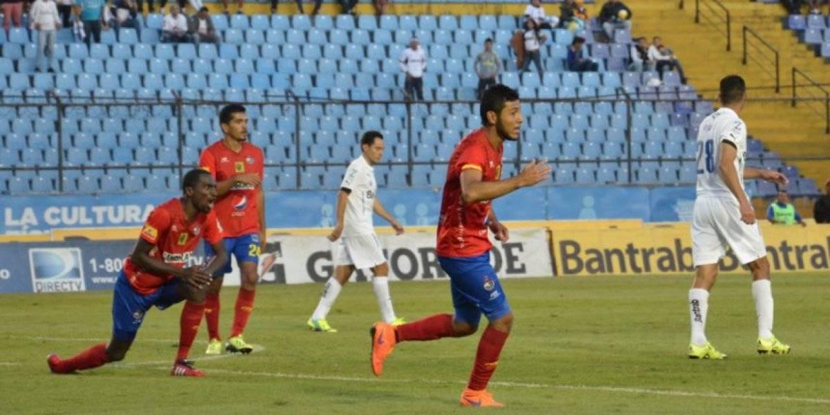 Chaco Jiménez celebra un gol ante Comunicaciones