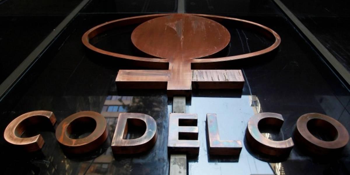Caen excedentes de Codelco en medio de tensión por posible huelga