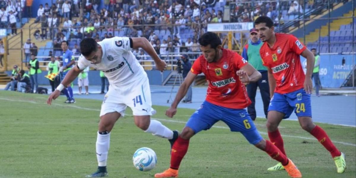 Antigua ficha al máximo goleador de clásicos en la actualidad