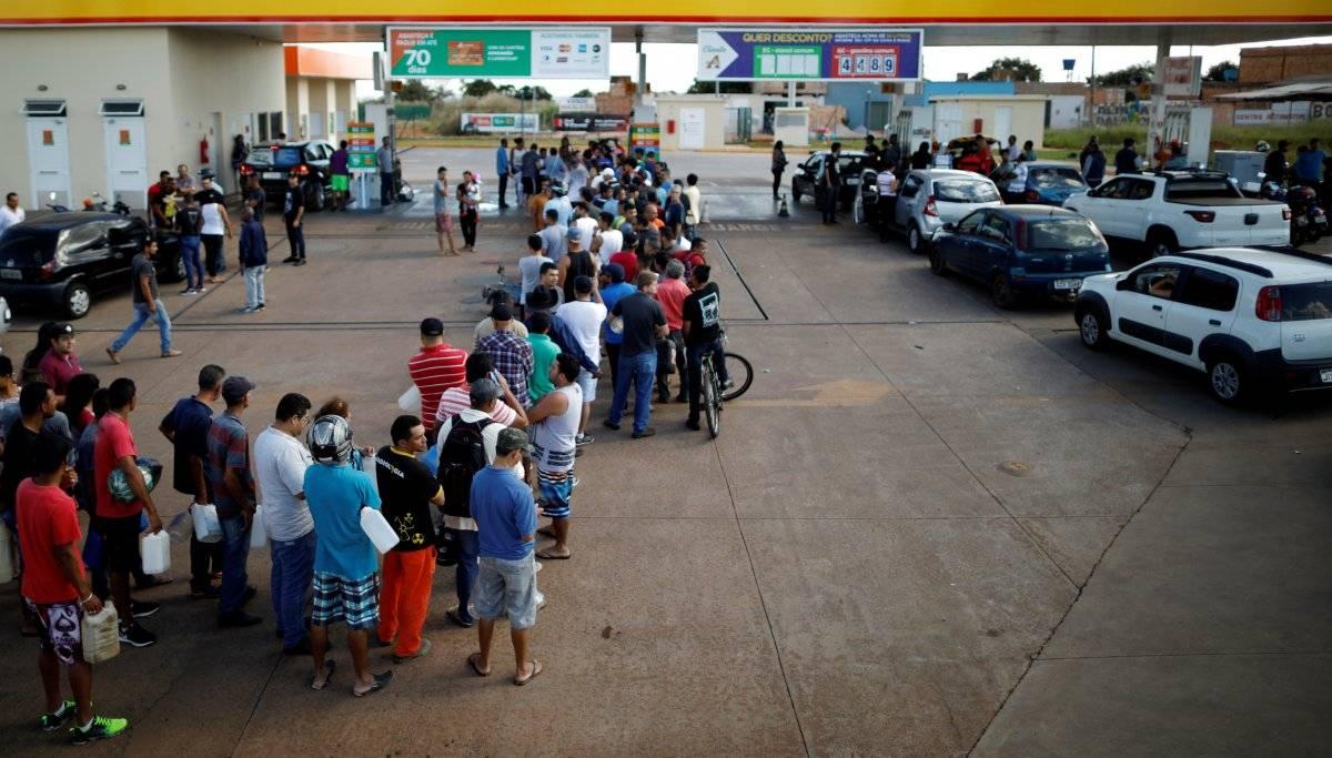 Fila em Luziania (GO) Ueslei Marcelino/Reuters