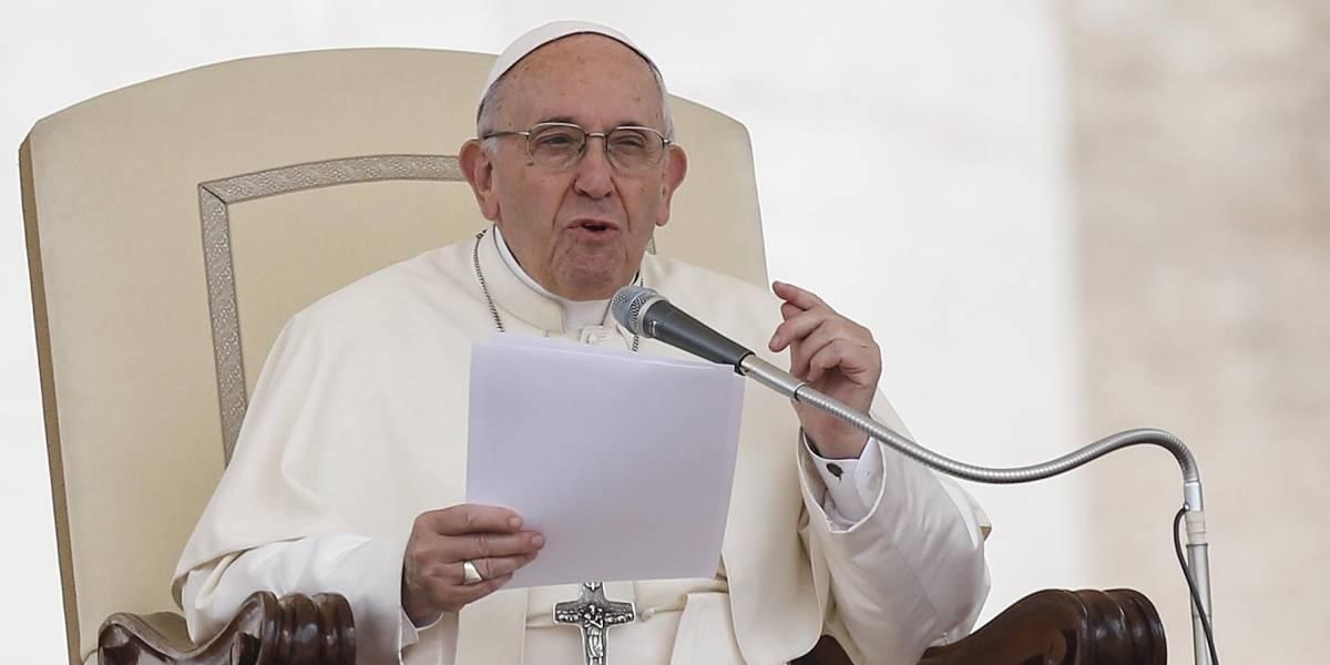 """El papa Francisco compara el aborto con contratar a un """"sicario"""""""