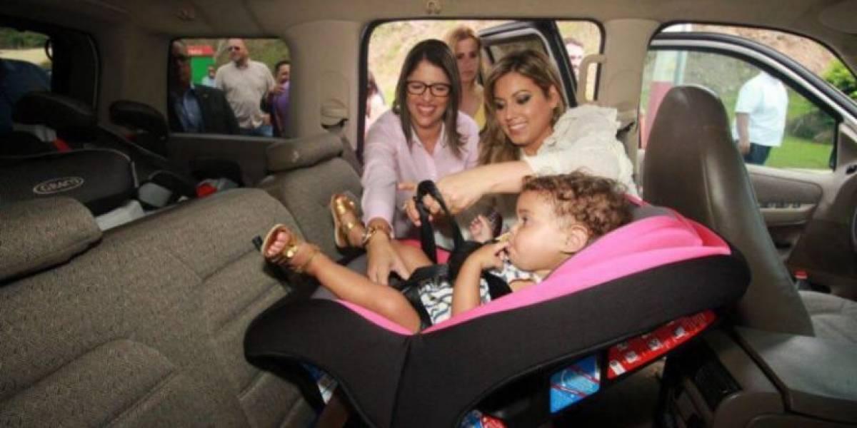 Primera Dama y la CST hacen entrega de asientos protectores a familias de escasos recursos