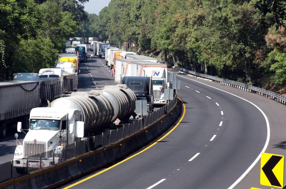 La carretera federal sufrió cierre parcial debido a un percance automovilístico. Foto: Cuartoscuro