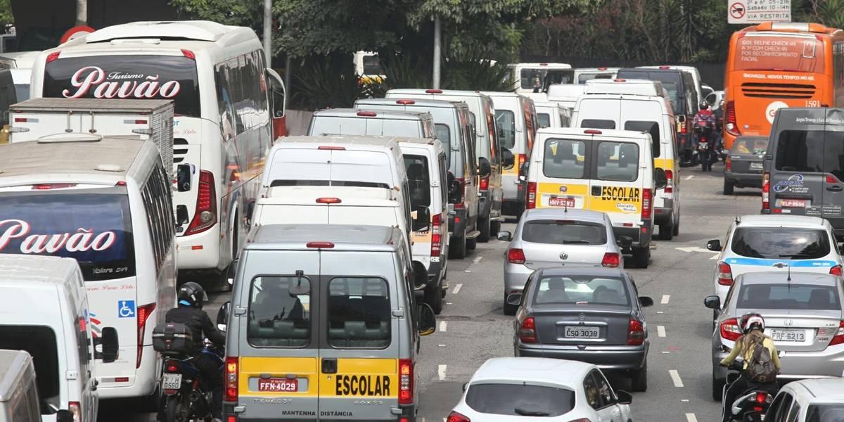 Motoristas de vans fazem protestos em SP