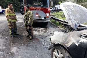 Vehículo en llamas en Muxbal