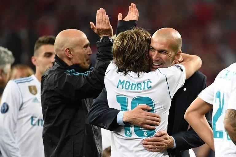 Modric y Zidane celebran