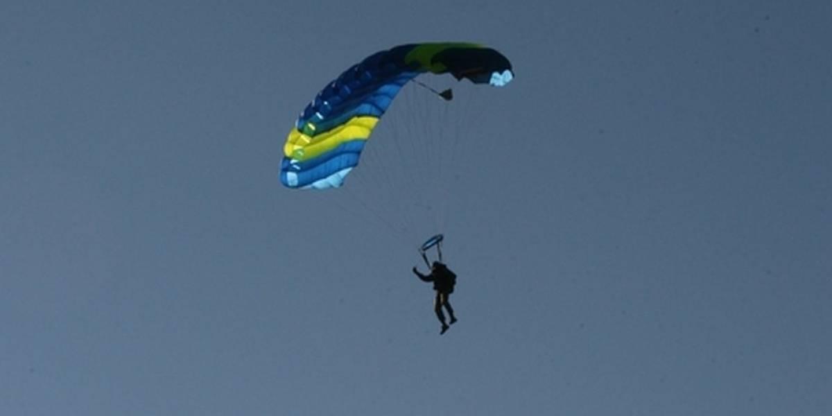 ¿Cómo se puede sobrevivir a una caída cuando falla un paracaídas?