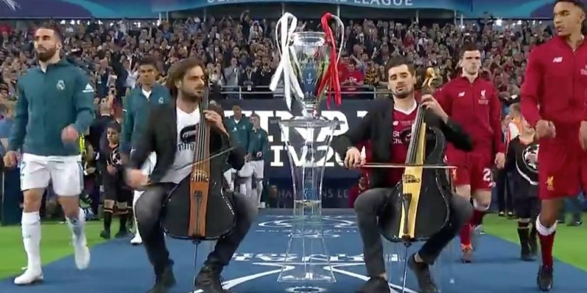 (Video) El impresionante himno de la Champions cuando entraron los equipos a la cancha