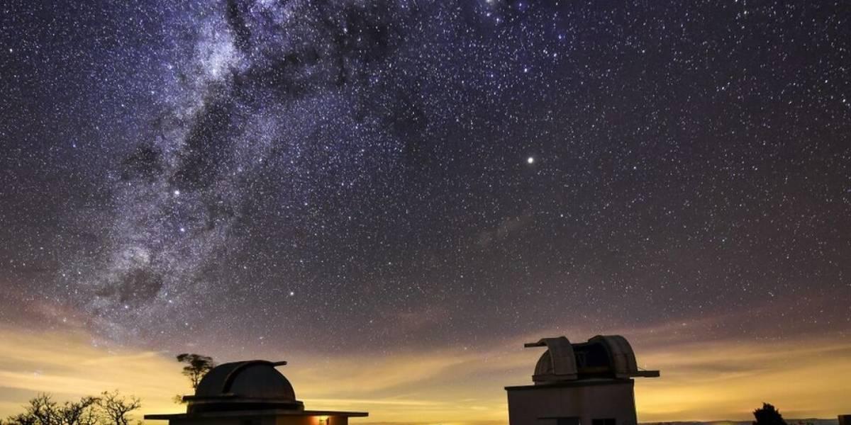 """Poluição luminosa de grandes cidades faz estrelas """"desaparecerem"""" do céu e pesquisas minguarem"""