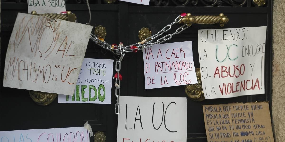 Toma feminista UC: rector Sánchez se volverá a reunir con las alumnas y no descarta desalojo a partir de esta noche