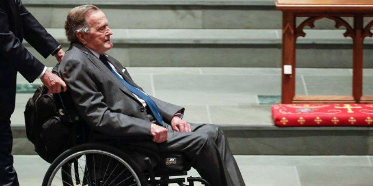 Vuelven a hospitalizar a George Bush padre