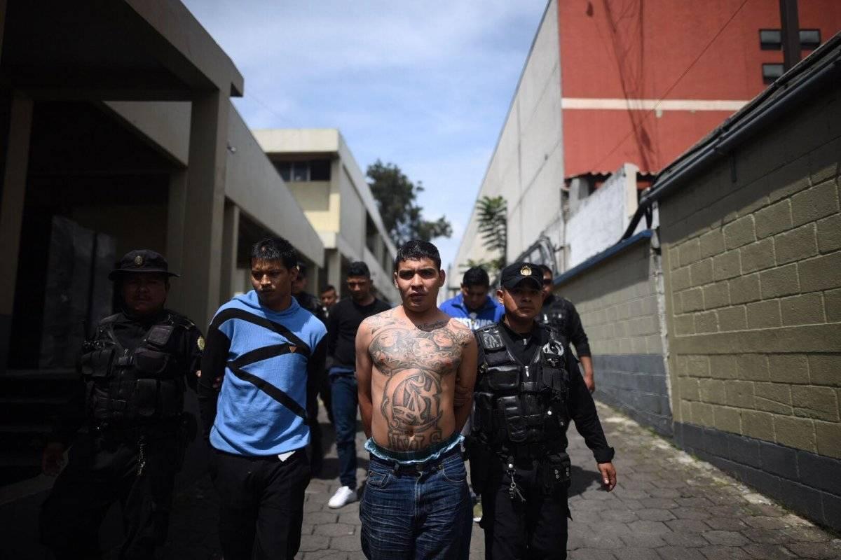 Los capturados fueron llevados a la comisaría 16, en la calzada San Juan. Edwin Bercián