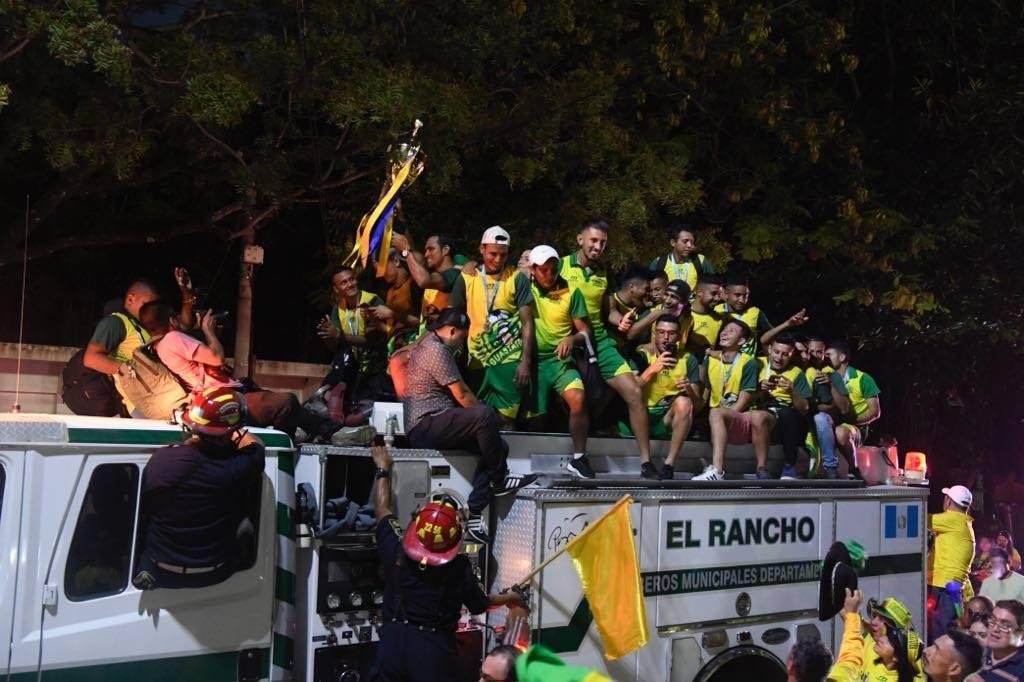 El festejo del campeón por las calles de Guastatoya
