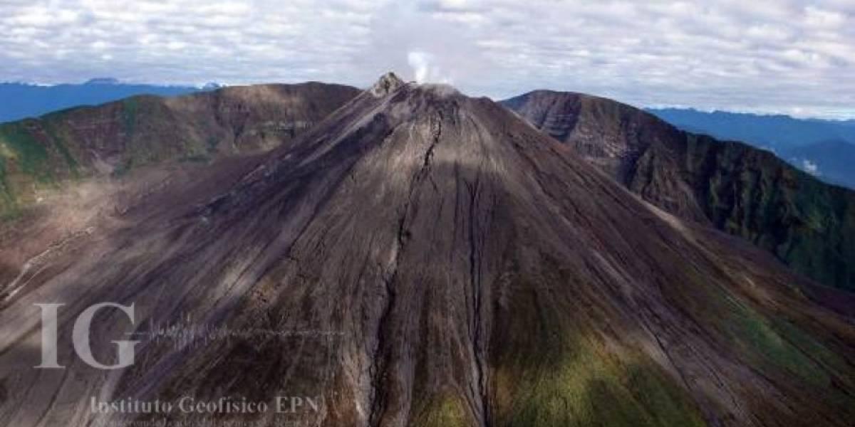 Cae ceniza de volcán Reventador en provincias Pichincha y Napo