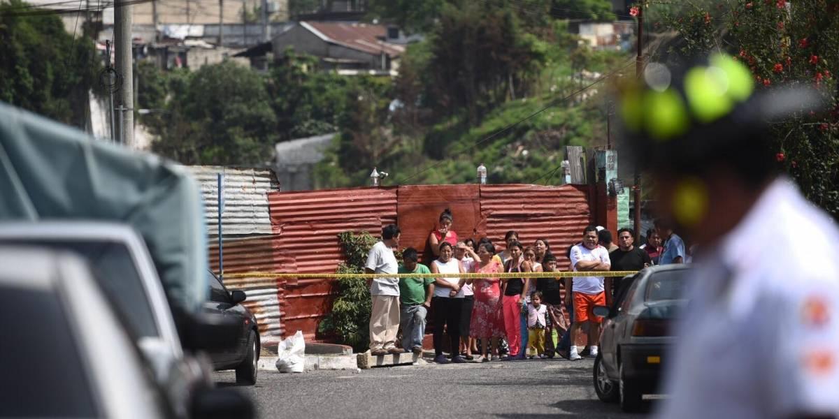 Policías y pandilleros se enfrentan a balazos en Mixco