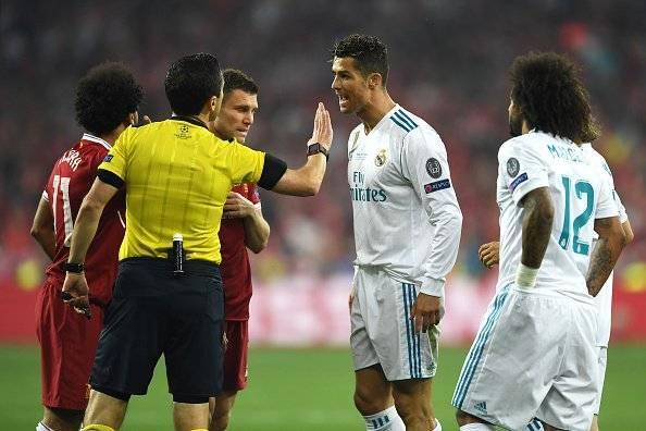 Cristiano Ronaldo no la pasó bien con el arbitraje - Getty Images