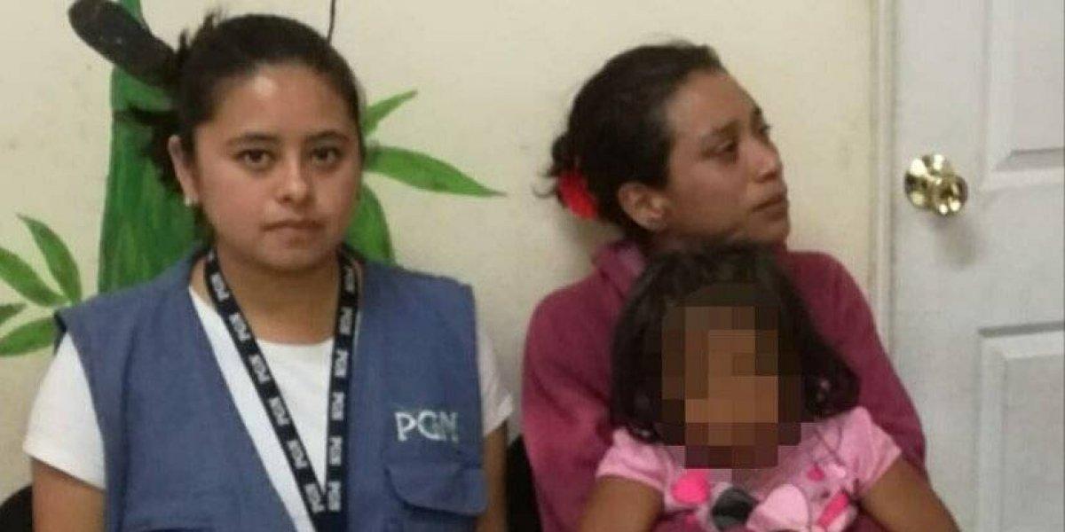 Rescatan a niña que acompañaba a su madre alcohólica