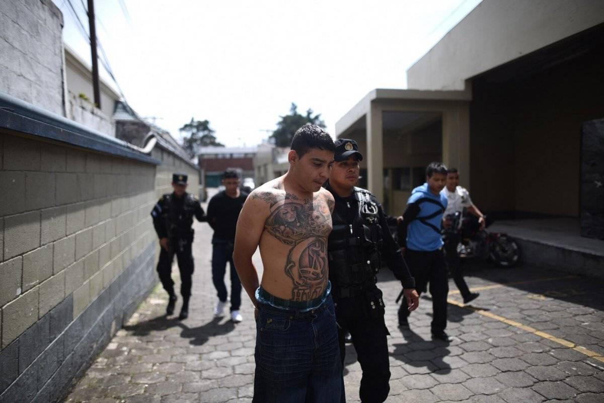 Uno de los sospechosos admitió ser un integrante de la pandilla del Barrio 18. Edwin Bercián