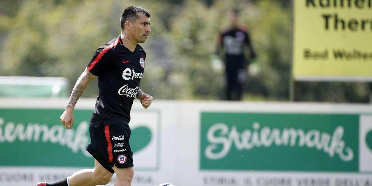 Rueda sigue confiando en Medel como volante: La Roja vive una nueva práctica en Austria
