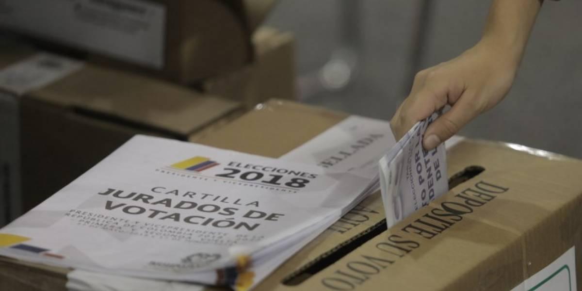 Tras cierre de urnas, Colombia espera resultados de elección