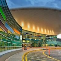 Incidente dentro de un avión culmina con tres mujeres turistas arrestadas en el aeropuerto Luis Muñoz Marín
