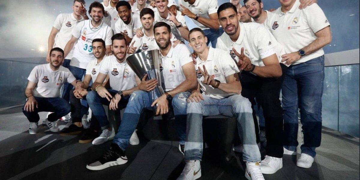 Gustavo Ayón se unió al festejo del Real Madrid