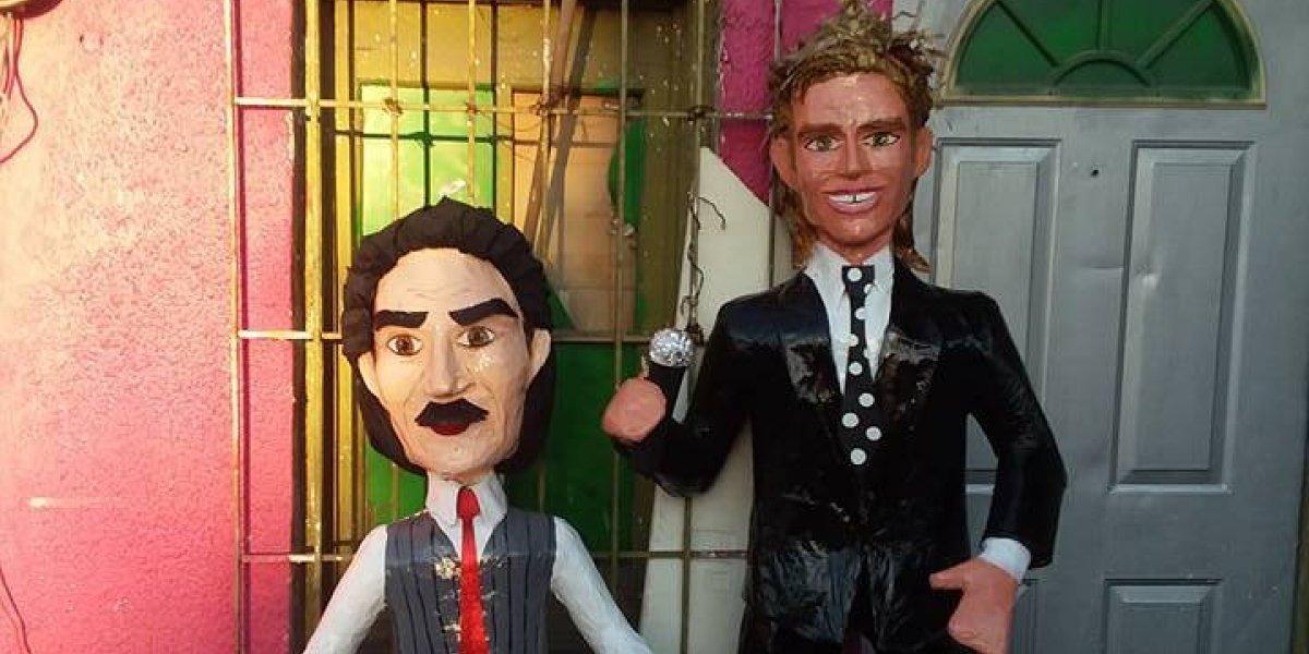 Diego Boneta se ríe con la piñata de Luis Miguel