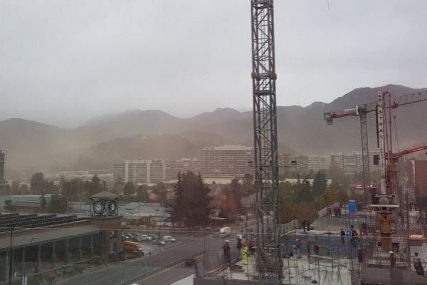 Fuertes vientos en el sector oriente de Santiago