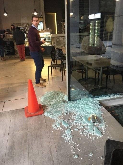 Se quebraron vidrios a causa de los fuertes vientos en la Región Metropolitana