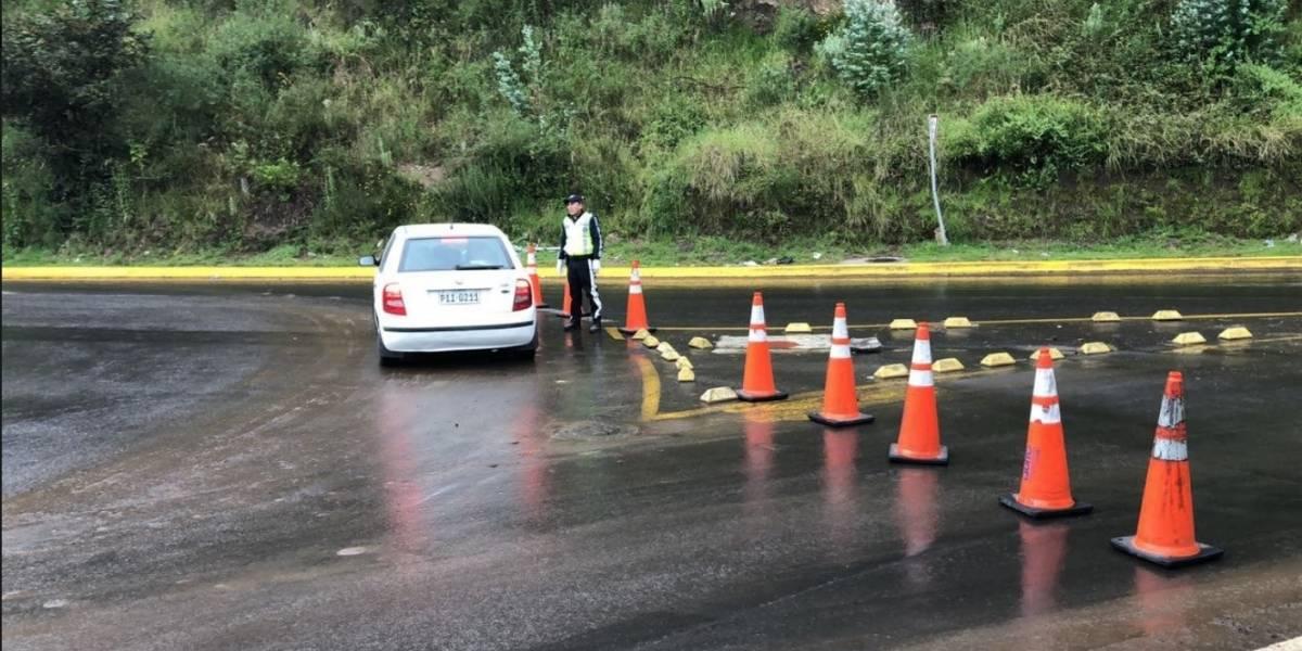 Se registra cierre de vía a Nayón por lluvia en Quito