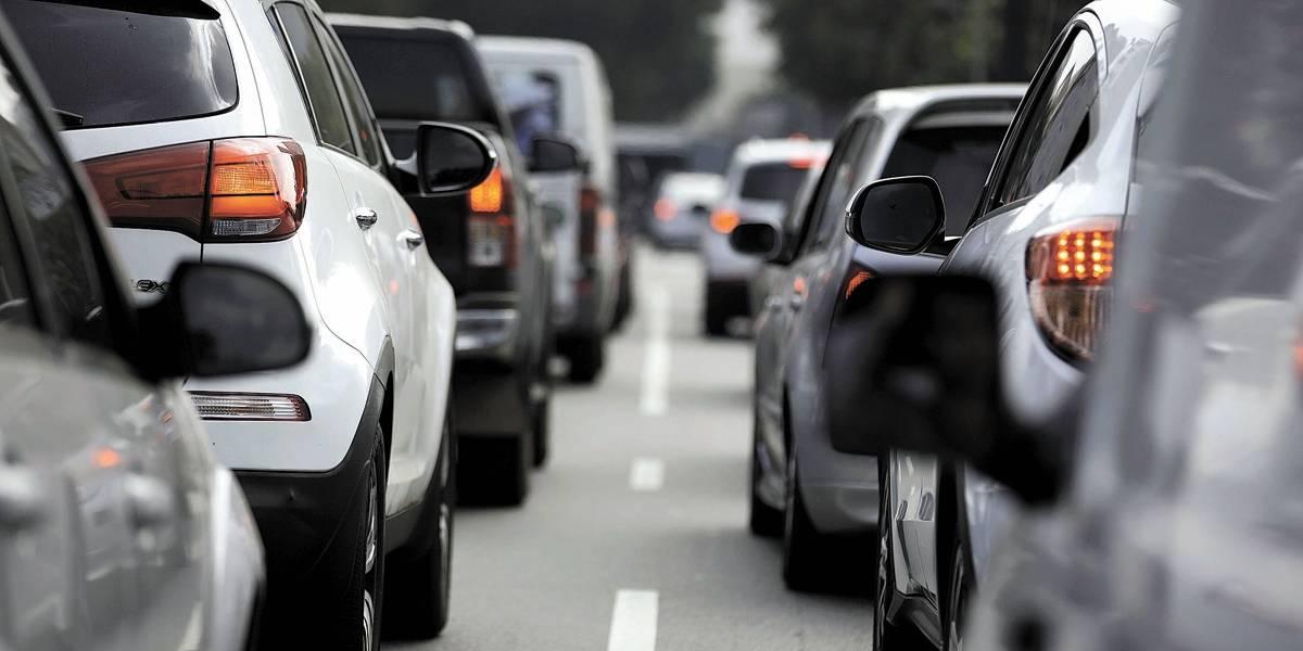 Licenciamento: Carros com placa final 2 devem ter novo documento até sexta